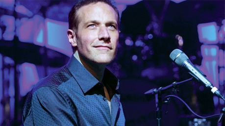 Jim Brickman performs